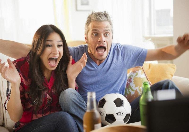 Cá độ bóng đá tan cửa nát nhà cũng vì các bà vợ
