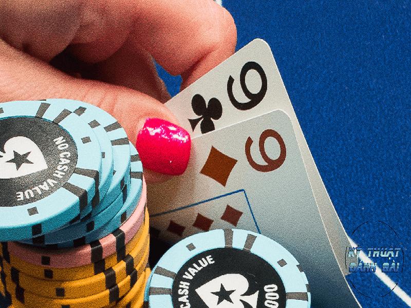 Cách chơi poker giỏi hơn với các đôi bài yếu trong bài Poker Online