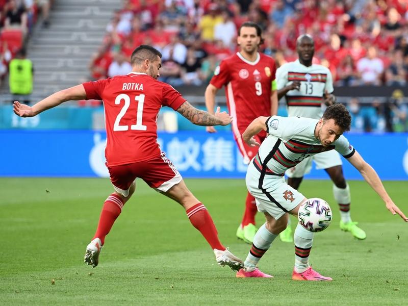 Có bao nhiêu suất đi tiếp dành cho đội xếp thứ 3 tại Euro 2021 ? 1
