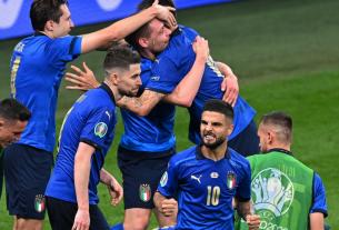 ĐT Ý vào tứ kết Euro 2021 sau chiến thắng nghẹt thở