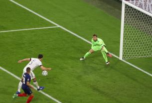 Hummels 'giúp' Euro 2021 san bằng kỷ lục về số bàn phản lưới