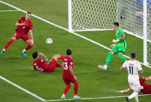 Nguyên nhân có nhiều pha phản lưới nhà tại Euro 2020