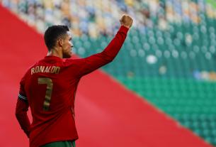 Ronaldo xuất sắc phá kỷ lục Euro và World Cup
