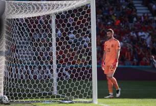 Thảm họa phản lưới nhà tại vòng 1/8 EURO 2020