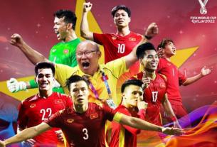 """Dù ở trận đấu cuối cùng của bảng G, tuyển Việt Nam đã thua 2-3 trước tuyển UAE. Tuy nhiên, chúng ta đã đi vào lịch sử với việc giành suất đi tiếp vào vòng loại cuối cùng World Cup 2022 khu vực châu Á với tư cách là 5 đội nhì bảng có thành tích tốt nhất. Với việc lần đầu tiên đạt được kỳ tích này trong lịch sử, Tập đoàn Hưng Thịnh thưởng 2 tỉ đồng, và LĐBĐVN đã thưởng 1 tỉ đồng để động viên toàn đội. Với tinh thần thi đấu """"quả cảm"""" của các tuyển thủ Việt Nam trong thời gian vừa qua thì đây là phần thưởng rất xứng đáng. Đội đã được thưởng 5 tỉ đồng trước đó. Cụ thể, đội tuyển đã được LĐBĐVN thưởng 1 tỉ đồng và 1 tỉ đồng từ một số doanh nghiệp, sau trận thắng đậm với trước Indonesia với tỷ số 4-0. Với chiến thắng quan trọng 2-1 trước tuyển Malaysia, đoàn quân của HLV Park Hang-seo tiếp tục nhận được 1 tỉ đồng do Ủy ban quản lý vốn Nhà nước kêu gọi các doanh nghiệp, và 2 tỉ đồng tiền thưởng từ LĐBĐVN. Tính đến thời điểm hiện tại, tổng số tiền thưởng của ĐT Việt Nam sau 3 trận vòng loại ở UAE là 8 tỉ đồng. Có thể bạn quan tâm: Bí quyết cá cược bóng đá online luôn thắng Theo kế hoạch, vào lúc 21 giờ 40 ngày 16.6 (giờ địa phương), đội tuyển Việt Nam sẽ rời UAE về nước trên chuyến bay của Hãng hàng không Bamboo Airways mang số hiệu QH 9305, và dự kiến sẽ hạ cánh vào lúc 7 giờ 30 ngày 17/6 tại sân bay Tân Sơn Nhất. Để đảm bảo các quy định về phòng dịch, tất cả thành viên đội bóng sẽ được cách ly sau khi nhập cảnh, tại một khách sạn ở Quận 7, TP HCM. Nhưng riêng 5 tuyển thủ Việt Nam đang khoác áo của CLB Viettel bao gồm Thanh Bình, Ngọc Hải, Hoàng Đức, Tiến Dũng, và Trọng Hoàng sẽ bay thẳng sang Thái Lan để tham gia tiếp tục vòng bảng vòng bảng AFC Champions League 2021. Xem thêm: ĐT Việt Nam Tham Gia Vòng Loại Cuối Cùng World Cup 2022 Vào Lúc Nào?"""