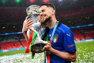 Bonucci và Jorginho 'xát muối' vào nỗi buồn bóng đá Anh