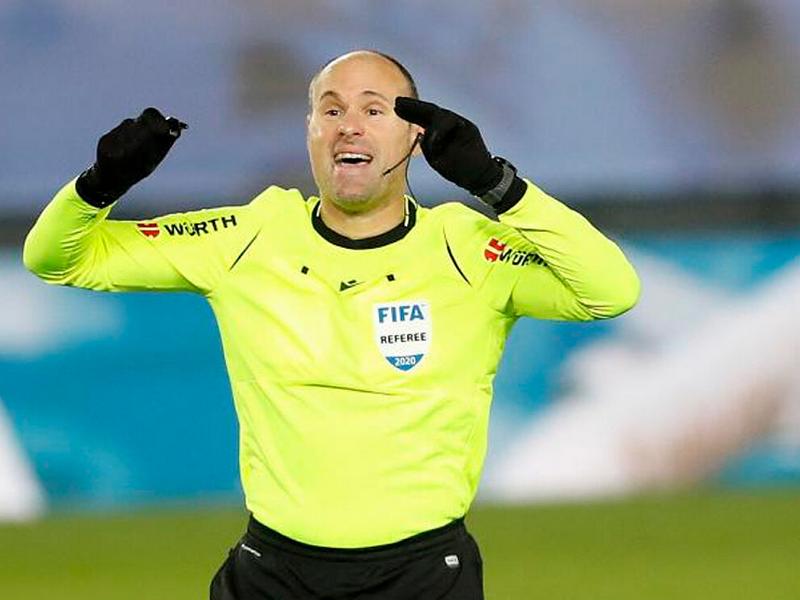 Trọng tài nhận án phạt nặng vì bị tố xử ép tại Euro 2021 1
