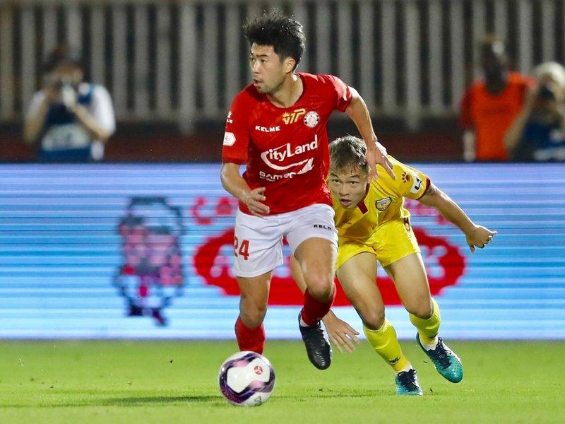 Cầu thủ Việt kiều rời Việt Nam trở về Mỹ